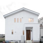 白漆喰の壁がおしゃれな南欧風のデザイン住宅