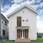 自然素材を豊富に用いた完全分離型の二世帯住宅