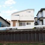 家事や子育ての工夫がいっぱいの眺望の良い無垢の家